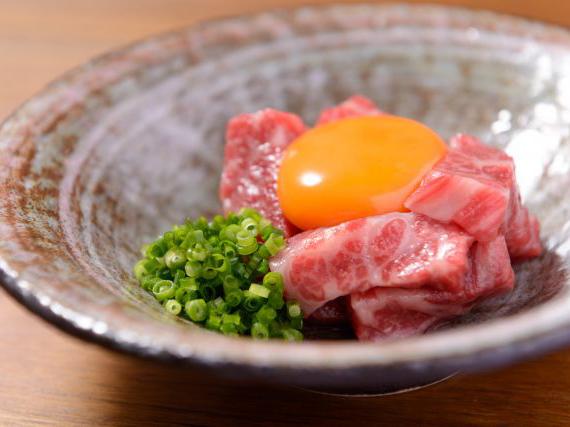 国も認める近江牛を使用した絶品ユッケ。「焼肉ダイニング 甲(キノエ)」