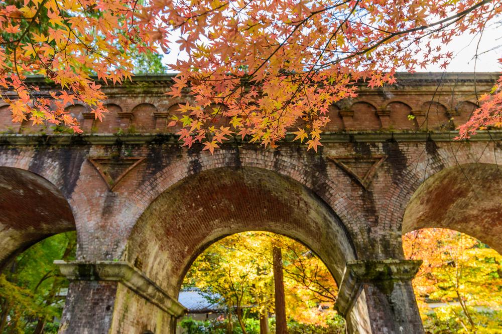 여긴 교토? 아니면 고대 로마? 교토에서 만나는 이색 역사건축물「난젠지 스이로카쿠(南禅寺 水楼閣)」