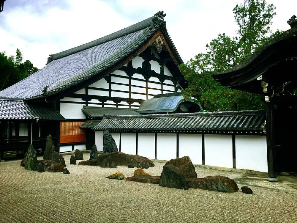 은근한 아름다움이 정갈하게 비치는 가레산스이 「도후쿠지(東福寺)」