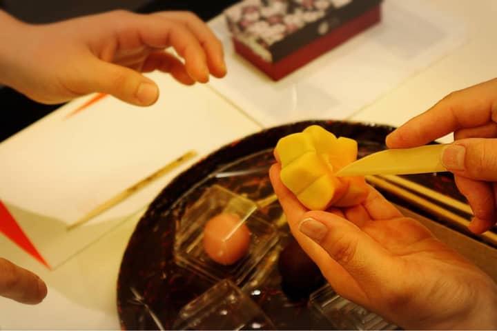 日本の美、京の雅を創造的に楽しむ提案・和菓子作り体験「亀屋良長」
