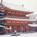 Enjoy the winter-exclusive scenery of the  beautiful contrast of red and white at Heian Jingu Shrine