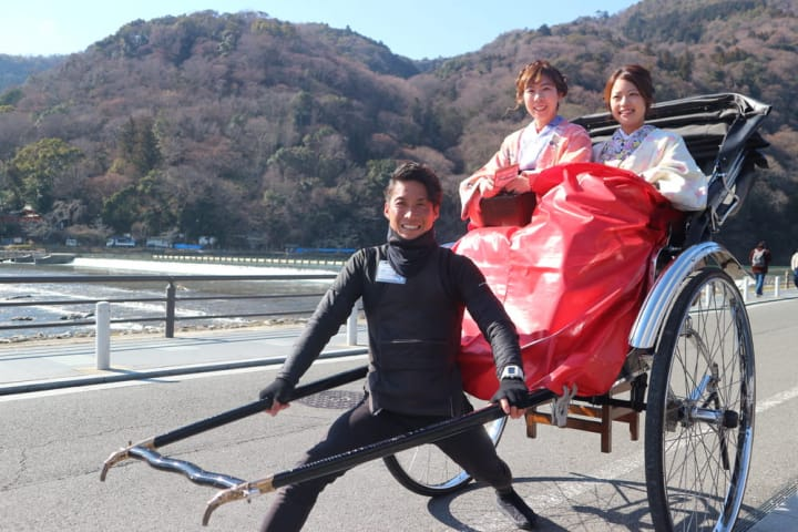 人力車に乗ってゆく、嵐山・嵯峨野路ぐるり旅「えびす屋 京都嵐山總本店」