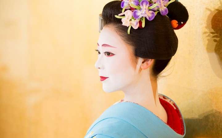 憧れの舞妓さんに会える!舞台と観客席を身近に備えた劇場「舞妓シアター」