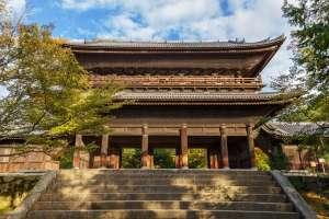 从这里开始京都之旅。一年四季都可观看到美丽风光岚山的标志性建筑「渡