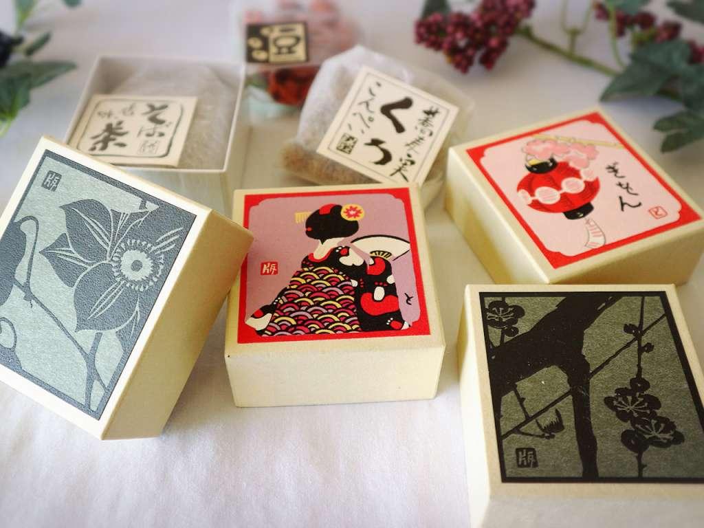"Small box art filled with plenty of typical Kyoto ""Ohakoya Souka"""