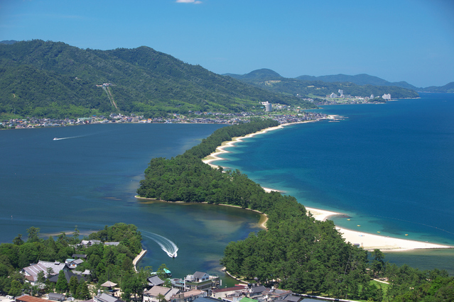 "A miraculous view! One of the top three view spots in Japan,""Amanohashidate"""