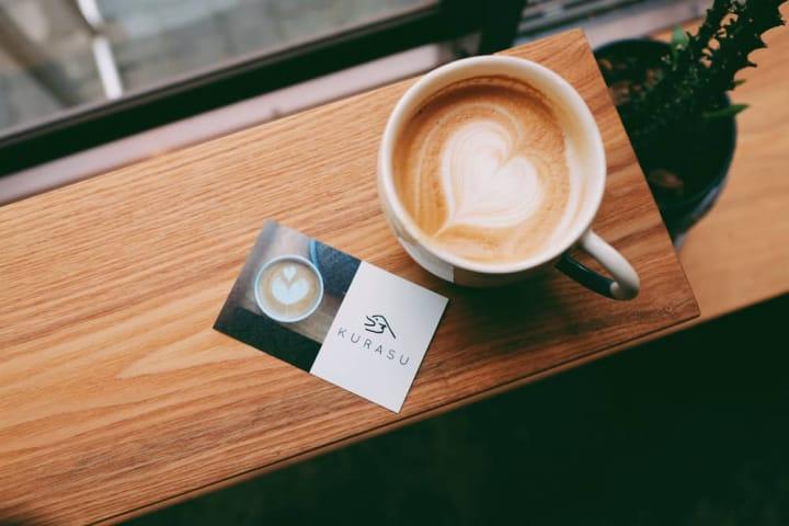 香ばしいコーヒーの香りが漂う