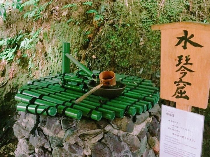 清々しい音色の水琴窟(すいきんくつ)