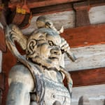 由金剛力士像守護著的莊嚴的寺廟。「仁和寺」