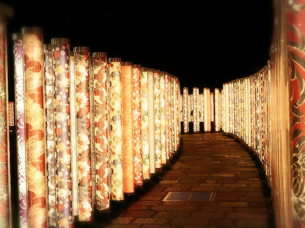 光り輝く京友禅の回廊