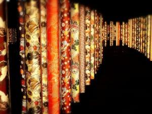 夜の嵐山で煌めく並木道を散歩「キモノフォレスト」