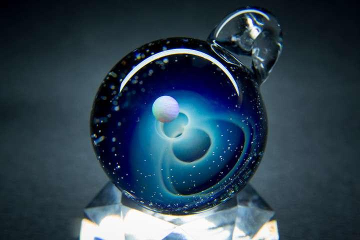 在玻璃中蔓延的小宇宙。体验吊饰制作。「ColorWorks」