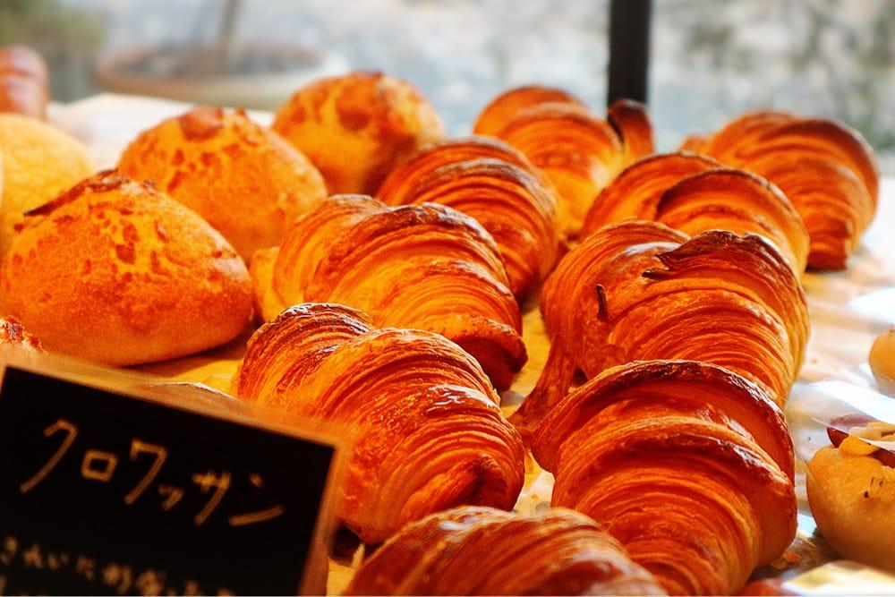 金閣寺のほど近く、高級感あふれるパン職人の店「ブーランジェオクダ本店」