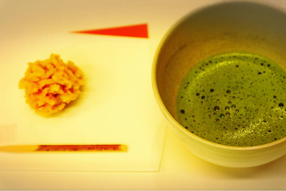 做好的和果子和抹茶一起享用