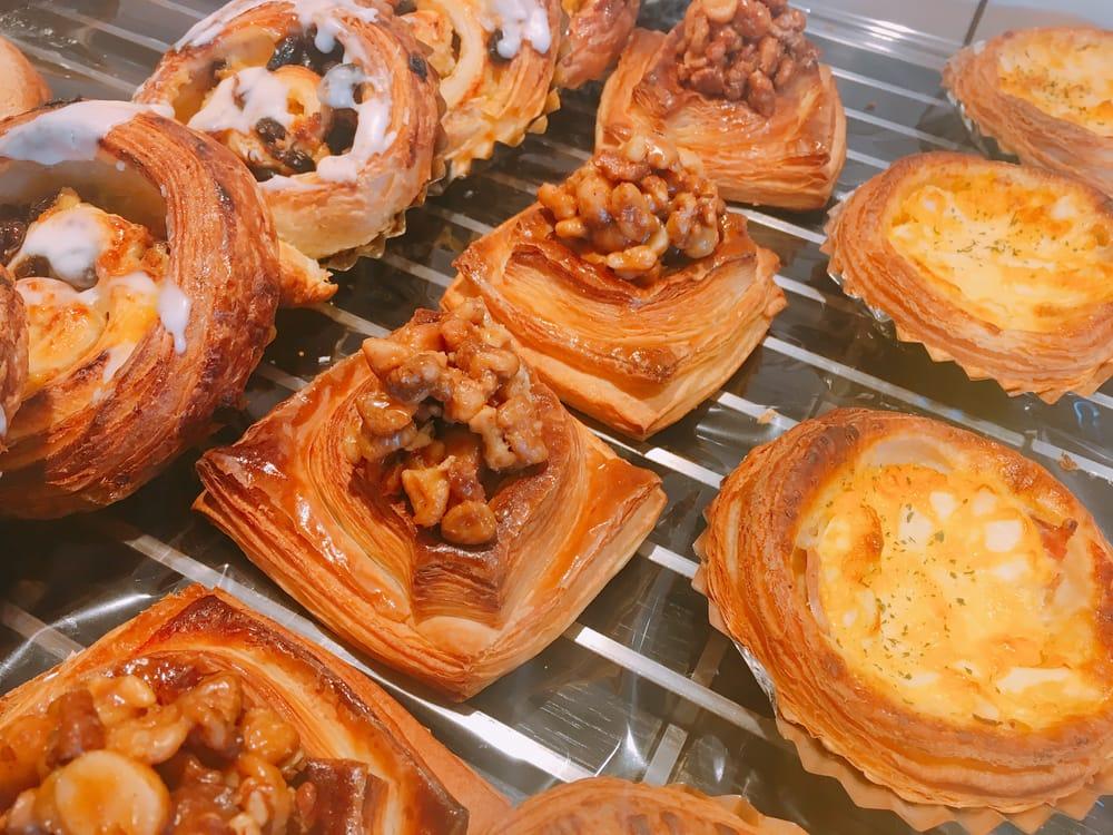 Enjoy the delicious bread in a premium atmosphere near Kinkakuji temple at Boulange Okuda