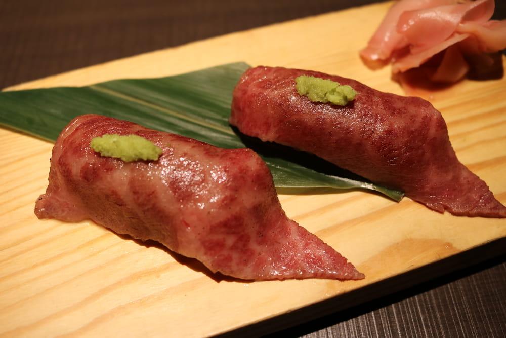 和を楽しめる熟成肉の炙り寿司