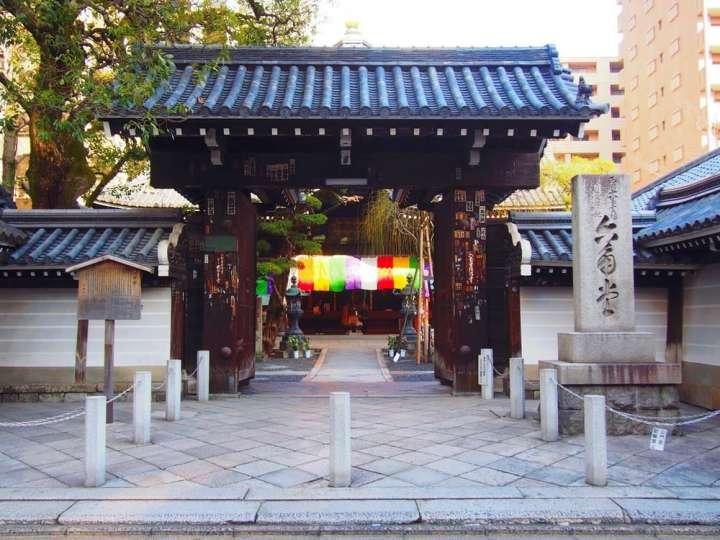 オフィス街に佇む歴史ある寺社