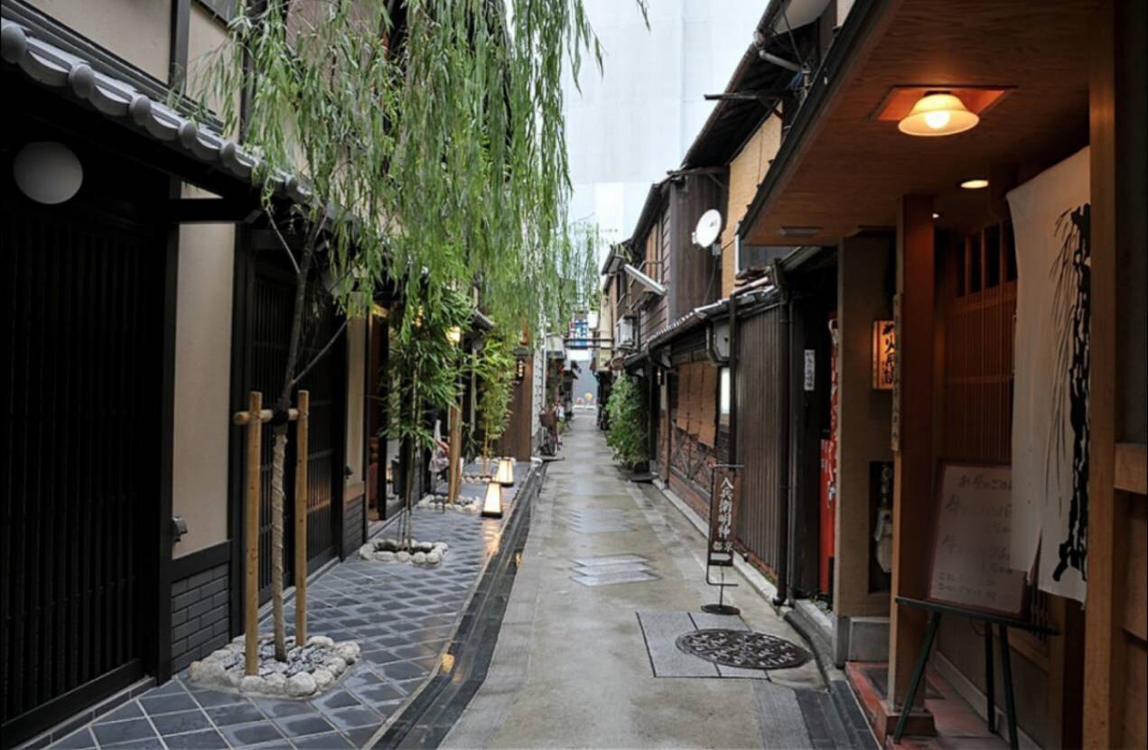 Love keeping up with the latest trends? Visit Yanagi-koji alley
