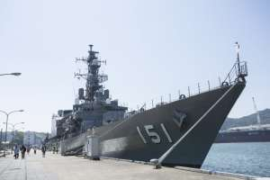 "Have a look at warship closely! ""Maizuru"", land of navys"