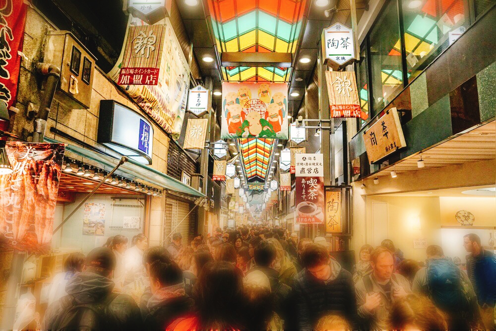 Let's walk through Nishiki market!