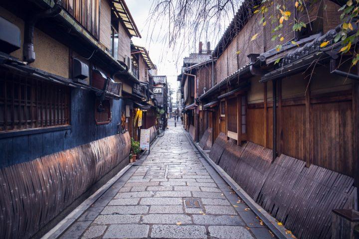 祇園の中心地、舞妓さんも訪れる場所「切り通し」