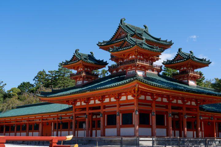 荘厳な宮殿造り